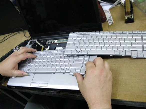 thay-ban-phim-laptop-gia-re-tai-hn